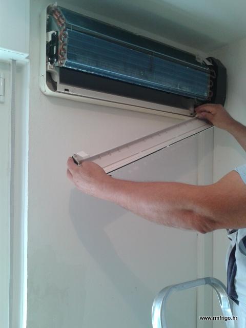 servis-klime-demontaža-kadice-turbine-godišnji-četkanje-alergia-neugodan-miris-ventilatora-R-M-FRIGO-rijeka-okolica-istra-otoci-PGŽ-dezinfekcija
